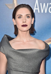 Alison Brie finished off her look with a vampy purple lip.