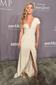 Nina Agdal polished off her look with nude satin sandals by Gianvito Rossi.
