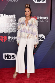 Eve paired her top with white flare pants.