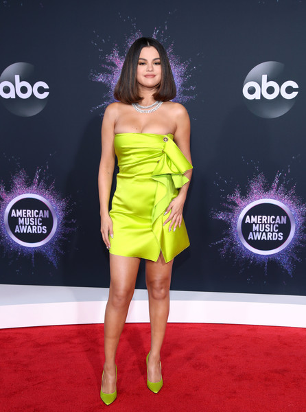 Selena Gomez looked striking in a strapless chartreuse mini dress by Versace at the 2019 American Music Awards.