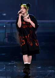 Billie Eilish performed at the 2019 American Music Awards wearing an oversized black tee with red sequin detailing.