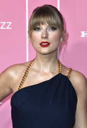 Taylor Swift rocked a sexy red lip at the 2019 Billboard Women in Music event.