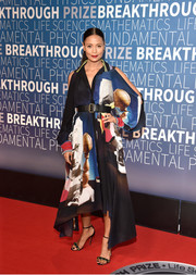 Thandie Newton sealed off her look with a pair of bejeweled sandals.