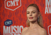 Kate Bosworth kept it simple with this half-up hairstyle at the 2019 CMT Music Awards.