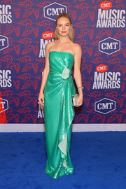 Kate Bosworth looked divine in a strapless aqua-green gown with a gathered waist at the 2019 CMT Music Awards.