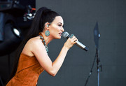 Kacey Musgraves wore a gorgeous pair of dangling turquoise earrings during Coachella.