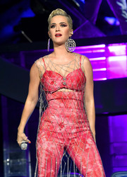Katy Perry sported a pair of oversized dangle earrings while performing at Coachella 2019.
