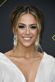 Jana Kramer looked edgy-glam with her loose ponytail at the 2019 E! People's Choice Awards.