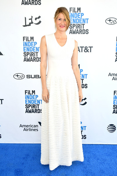 Laura Dern kept it simple yet stylish in a sleeveless white gown with a textured skirt at the 2019 Film Independent Spirit Awards.