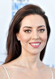 Aubrey Plaza looked simply stylish with her brushed-back 'do at the 2019 Film Independent Spirit Awards.
