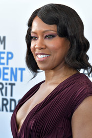 Regina King attended the 2019 Film Independent Spirit Awards wearing her hair in vintage-inspired waves.