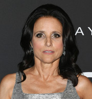 Julia Louis-Dreyfus wore her hair in shoulder-length curls at the 2019 InStyle Awards.