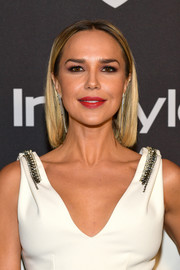 Arielle Kebbel kept it simple with this short straight cut at the 2019 InStyle and Warner Bros. Golden Globes after-party.