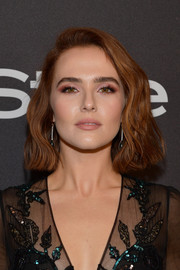 Zoey Deutch looked sweet and stylish with her wavy bob at the InStyle and Warner Bros. Golden Globes after-party.