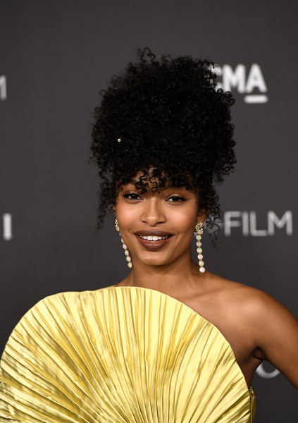 Yara Shahidi looked cool with her pinned-up ringlets at the 2019 LACMA Art + Film Gala.