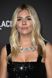 Sienna Miller framed her beautiful face with a gently wavy hairstyle for the 2019 LACMA Art + Film Gala.