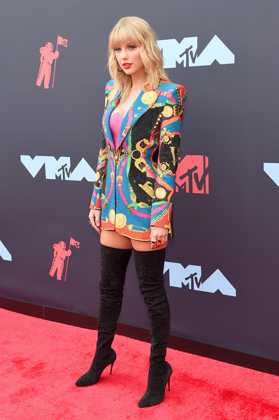 More Pics of Taylor Swift Over the Knee Boots (5 of 26) - Boots Lookbook - StyleBistro [carpet,red carpet,clothing,fashion,footwear,flooring,hairstyle,premiere,knee-high boot,street fashion,arrivals,mtv video music awards,prudential center,newark,new jersey,taylor swift]