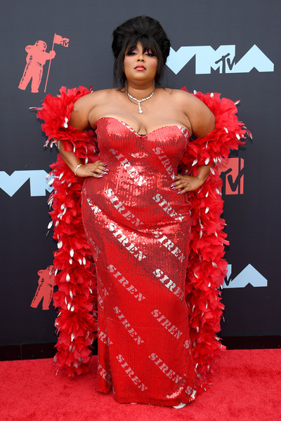 Lizzo amped up the glam factor with a red and white feather boa.