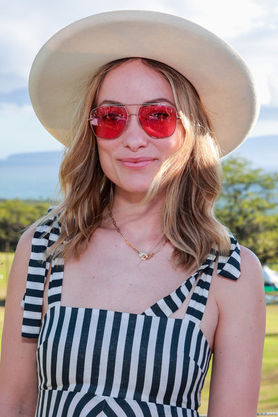 Olivia Wilde finished off her summery look with pink aviators.