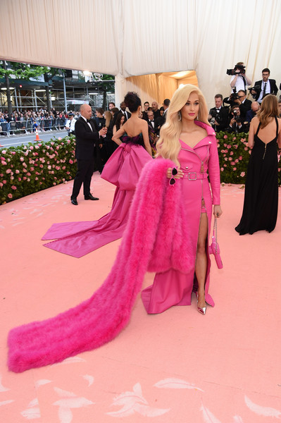 More Pics of Kacey Musgraves Cateye Sunglasses (1 of 7) - Classic Sunglasses Lookbook - StyleBistro [pink,clothing,fashion,red carpet,carpet,flooring,dress,magenta,haute couture,gown,fashion - arrivals,kacey musgraves,notes,fashion,new york city,metropolitan museum of art,met gala celebrating camp]