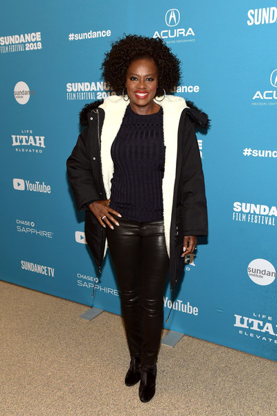 For her footwear, Viola Davis chose a pair of black ankle boots.