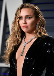 Miley Cyrus sported a long curly 'do at the 2019 Vanity Fair Oscar party.