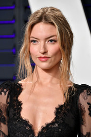 Martha Hunt looked alluring with her loose ponytail at the 2019 Vanity Fair Oscar party.
