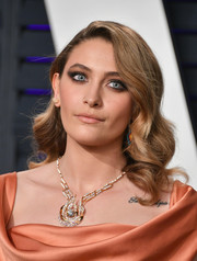 Paris Jackson sported vintage-glam curls at the 2019 Vanity Fair Oscar party.