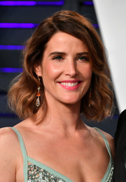 Cobie Smulders looked sweet and pretty with her short wavy 'do at the 2019 Vanity Fair Oscar party.