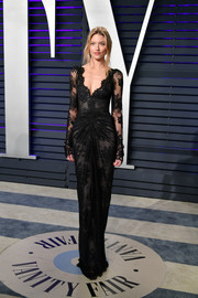Martha Hunt was a classic beauty in a long-sleeve black lace gown by Monique Lhuillier at the 2019 Vanity Fair Oscar party.