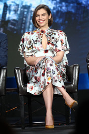 Lauren Cohan was spring-chic in a floral dress with a keyhole cutout at the 2019 Winter TCA Tour.
