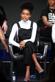 Yara Shahidi styled her outfit with a pair of colorful pumps.