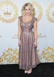 Kellie Pickler looked sweet and girly in her mauve lace gown at the 2019 Winter TCA Tour.