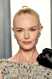 Kate Bosworth styled her hair into a croydon facelift for the 2020 Vanity Fair Oscar party.
