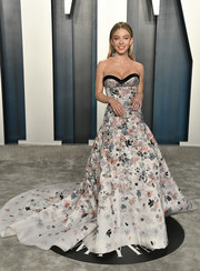 Sydney Sweeney looked magnificent in a strapless floral ballgown by Ralph & Russo Couture at the 2020 Vanity Fair Oscar party.