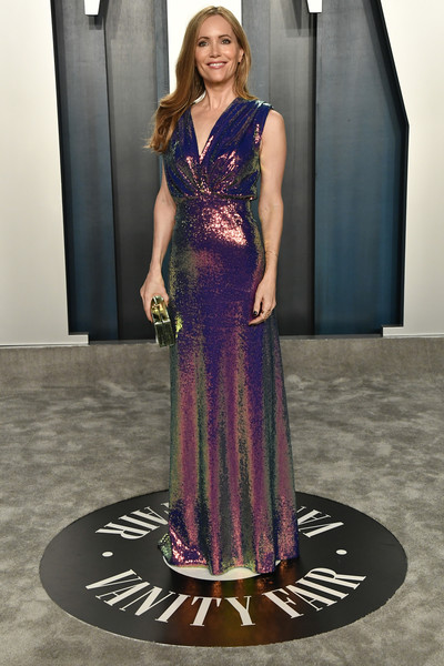 Leslie Mann looked party-ready in an iridescent sequined gown by Monique Lhuillier at the 2020 Vanity Fair Oscar party.