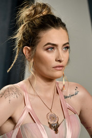 Paris Jackson went edgy with this messy updo at the 2020 Vanity Fair Oscar party.
