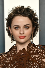 Joey King rocked tousled curls at the 2020 Vanity Fair Oscar party.