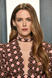 Riley Keough sported long wavy tresses at the 2020 Vanity Fair Oscar party.