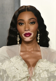 Winnie Harlow attended the 2020 Vanity Fair Oscar party wearing a center-parted wavy hairstyle.