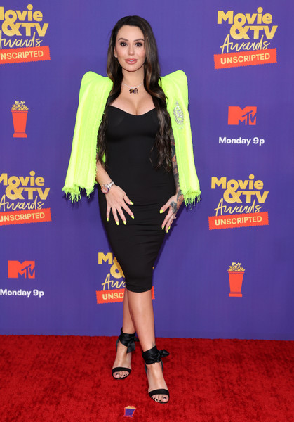 Jenni Farley flaunted her figure in a skintight LBD at the 2021 MTV Movie & TV Awards: UNSCRIPTED.