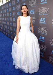 Marion Cotillard arrived at the Critics' Choice Movie Awards in a pure white couture gown with a fitted waist that fell into a full voluminous skirt.