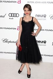 Sarah Hyland topped off her flirty frock with black satin peep-toe pumps.