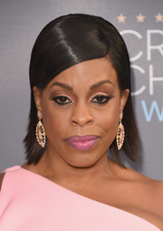 Niecy Nash topped off her look with a perfectly styled slicked-down 'do at the Critics' Choice Awards.