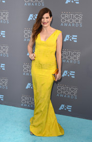 Kathryn Hahn chose a form-fitting brocade gown in an eye-catching yellow hue for her Critics' Choice Awards look.