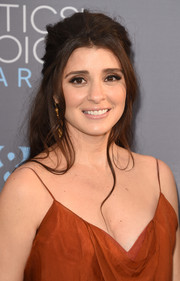 Shiri Appleby attended the Critics' Choice Awards rocking a messy half-up hairstyle.