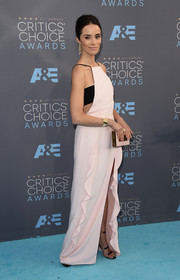 Abigail Spencer went matchy-matchy, pairing her gown with a pink box clutch by Lee Savage.