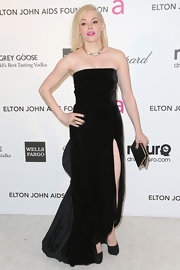 Rose McGowan opted for an elegant black strapless dress with front slit for her Oscars night look.