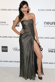 Rebecca Da Costa pulls an Angelina Jolie and shows some major leg at Elton John's Oscar party with a gold strapless gown.