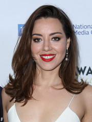 Aubrey Plaza made her beauty look pop with a swipe of bright red lipstick.